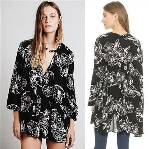 Free People Long sleeved Flowy flower print top XS